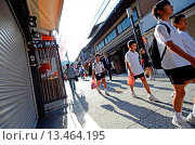 Купить «Matsubara dori, commercial street that leads to Kiyomizu dera Temple, Kyoto», фото № 13464195, снято 17 августа 2019 г. (c) age Fotostock / Фотобанк Лори
