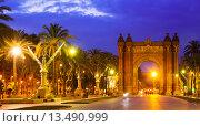 Купить «View of Barcelona. Arc del Triomf in night», фото № 13490999, снято 18 июня 2014 г. (c) Яков Филимонов / Фотобанк Лори