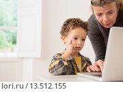 Купить «Teacher showing four year old boy how to use a laptop», фото № 13512155, снято 22 февраля 2020 г. (c) age Fotostock / Фотобанк Лори