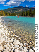 Купить «Athabasca River and mountain range in the background, Jasper National Park, Alberta, Canada», фото № 13607223, снято 3 июля 2020 г. (c) age Fotostock / Фотобанк Лори