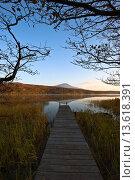 Купить «Берег тихого озера на рассвете. Курильские острова», фото № 13618391, снято 13 октября 2015 г. (c) Владимир Серебрянский / Фотобанк Лори
