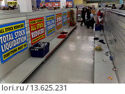 Купить «Final closure and stock clearance of Woolworths store, Ipswich, England», фото № 13625231, снято 26 мая 2019 г. (c) age Fotostock / Фотобанк Лори