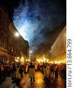 Купить «Viking warriors lead the torchlight procession through the streets of Edinburgh to start Edinburgh´s hogmanay celebrations», фото № 13664799, снято 23 апреля 2019 г. (c) age Fotostock / Фотобанк Лори