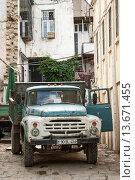 Купить «old soviet truck in baku azerbaijan street», фото № 13671455, снято 26 сентября 2018 г. (c) age Fotostock / Фотобанк Лори