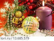 Купить «Новогодняя композиция со свечей и ёлочными украшениями», фото № 13685579, снято 13 ноября 2013 г. (c) Виктор Топорков / Фотобанк Лори