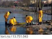 Купить «firefighers practising rescue on frozen lake, Germany», фото № 13751043, снято 21 июля 2019 г. (c) age Fotostock / Фотобанк Лори