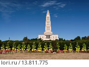 Купить «George Washington Masonic National Memorial, Alexandria, Virginia, USA. Construction begun 1922, dedicated 1932, but not completed until 1970. Tobacco plants in foreground.», фото № 13811775, снято 18 августа 2007 г. (c) age Fotostock / Фотобанк Лори