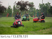 Купить «Detroit, Michigan - The Detroit Mower Gang, an informal group of volunteers, cuts the grass in parks and playgrounds that the city can no longer afford to maintain.», фото № 13878131, снято 21 ноября 2018 г. (c) age Fotostock / Фотобанк Лори