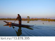 Купить «Myanmar (Burma). Shan province. Fisher on the Inle lake.», фото № 13878395, снято 8 июля 2020 г. (c) age Fotostock / Фотобанк Лори