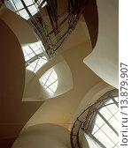 Купить «GUGGENHEIM MUSEUM, BILBAO, SPAIN, Architect FRANK GEHRY, 1997.», фото № 13879907, снято 23 марта 2019 г. (c) age Fotostock / Фотобанк Лори