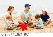 Positive family of five playing at sandy beach. Стоковое фото, фотограф Яков Филимонов / Фотобанк Лори