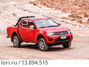 Купить «Mitsubishi L200», фото № 13894515, снято 15 ноября 2015 г. (c) Art Konovalov / Фотобанк Лори