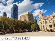 Купить «The picturesque city hall and Bow Tower in Calgary, Alberta, Canada», фото № 13921423, снято 3 июля 2020 г. (c) age Fotostock / Фотобанк Лори