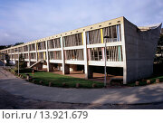 Купить «MAISION DE LA CULTURE, FIRMINY, FRANCE, LE CORBUSIER, EXTERIOR, SOUTHEAST ELEVATION.», фото № 13921679, снято 10 декабря 2018 г. (c) age Fotostock / Фотобанк Лори