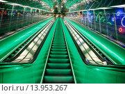 Метрополитен Хельсинки. Эскалатор на станции Руохолахти (Ruoholahti) (2015 год). Редакционное фото, фотограф Иван Маркуль / Фотобанк Лори