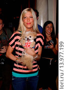Купить «Tori Spelling & Mr. Winkle Much Love Animal Rescue celebrity comedy benefit. Laugh Factory - Hollywood, California. September 29th, 2004. Photo by Patrick Rideaux/PicturePerfect», фото № 13977199, снято 25 июля 2013 г. (c) age Fotostock / Фотобанк Лори