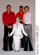 Traci Lords, Jim Duprey, Mike Ruiz & Brian Duprey - Los Angeles/California/United States - TRACI LORDS FILMS AD SPOT FOR DUPREY COSMETICS (2005 год). Редакционное фото, фотограф visual/pictureperfect / age Fotostock / Фотобанк Лори