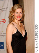 Missi Pyle - Beverly Hills/California/United States - DAKOTA FANNING HONORED AT THE STARLIGHT CHILDREN´S FOUNDATION ´A STELLAR NIGHT´ GALA (2006 год). Редакционное фото, фотограф visual/pictureperfect / age Fotostock / Фотобанк Лори