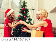 Купить «smiling family decorating christmas tree», фото № 14157907, снято 26 октября 2013 г. (c) Syda Productions / Фотобанк Лори
