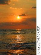 Купить «Закат над морем», фото № 14167031, снято 6 марта 2015 г. (c) Михаил Коханчиков / Фотобанк Лори