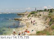 Купить «Пляж рядом с Херсонесом», фото № 14175735, снято 16 июля 2015 г. (c) Ивашков Александр / Фотобанк Лори