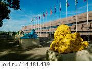 Купить «The Corum Building and Allan Mac Collum's Statues, Esplanade Charles De Gaulle,Montpellier, France», фото № 14181439, снято 22 марта 2019 г. (c) age Fotostock / Фотобанк Лори