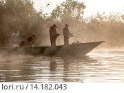 Купить «Рыбаки на Волге», фото № 14182043, снято 20 сентября 2015 г. (c) Сергей Паникратов / Фотобанк Лори
