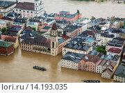 Купить «old city with townhall flooded in June 2013, Germany, Bavaria, Passau», фото № 14193035, снято 8 июля 2020 г. (c) age Fotostock / Фотобанк Лори