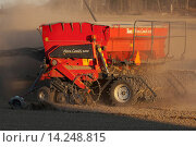 Купить «Tume Nova Combi 4000 seed drill, sowing seed in field, Sweden, may», фото № 14248815, снято 17 сентября 2013 г. (c) age Fotostock / Фотобанк Лори