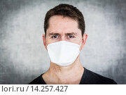 Купить «Man wearing a face mask.», фото № 14257427, снято 6 июня 2013 г. (c) age Fotostock / Фотобанк Лори