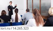 Купить «Professor and professionals at courses», фото № 14265323, снято 20 апреля 2018 г. (c) Яков Филимонов / Фотобанк Лори
