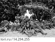 Купить «Local men in warriors costumes at cultural event in Tuvalu, South Pacific», фото № 14294255, снято 2 июня 2020 г. (c) age Fotostock / Фотобанк Лори