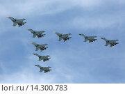 Купить «Празднование 70-й годовщины Победы в Великой Отечественной войне. Парадный пролет авиации в небе над Москвой. Группа многоцелевых тяжелых истребителей Су-30см и Су-35с», фото № 14300783, снято 9 мая 2015 г. (c) Игорь Долгов / Фотобанк Лори