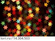Светящиеся разноцветные снежинки на темном фоне, эффект боке. Стоковое фото, фотограф Юлия Олейник / Фотобанк Лори