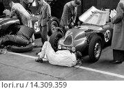Купить «Preparation of the Jackson/Lane Lester T51 MG in a Belfast garage for the Dundrod TT, Northern Ireland,1953.», фото № 14309359, снято 23 июля 2013 г. (c) age Fotostock / Фотобанк Лори