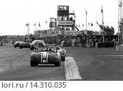Купить «Goodwood. No23 Jack Sears' Willment Cobra, No 8 Denny Hulme's Brabham BT8 Climax in the Goodwood RAC TT, England 29th August 1964.», фото № 14310035, снято 7 ноября 2013 г. (c) age Fotostock / Фотобанк Лори