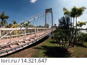 Висячий мост в парке. Стоковое фото, фотограф Nikolay Grachev / Фотобанк Лори