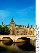 Купить «THE CONCIERGERIE AND PONT AU CHANGE - PARIS - FRANCE», фото № 14326671, снято 9 июня 2005 г. (c) age Fotostock / Фотобанк Лори