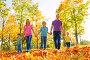 Счастливые родители с тремя детьми гуляют в осеннем парке, фото № 14338011, снято 26 сентября 2015 г. (c) Сергей Новиков / Фотобанк Лори