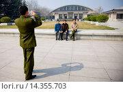 Купить «Tourists pose for a photograph outside Qin Museum, exhibition halls of Terracotta Warriors, Xian, China», фото № 14355703, снято 3 июня 2020 г. (c) age Fotostock / Фотобанк Лори