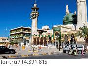 Купить «Libya, Zliten. Mausoleum of Sidi Abdulsalam al-Asmar al-Fituri, a revered Sufi holy man who died in 1575 A.D. The shrine was attacked by Salafists (fundamentalists...», фото № 14391815, снято 15 января 2014 г. (c) age Fotostock / Фотобанк Лори