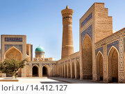 Kalon Mosque courtyard, also known as Kalyan Mosque, Kalon Minaret and Mir I Arab Madrasah behind, Bukhara, Uzbekistan. Стоковое фото, фотограф Mel Longhurst / age Fotostock / Фотобанк Лори
