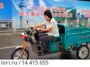 Купить «China, Beijing, Xicheng District, Guang An Men Nei Da Jie, Guanganmen Outer Street, electric moped, scooter, tricycle, Asian, woman, riding, 3-wheeled cart, Chinese characters hànzì pinyin,.», фото № 14415655, снято 16 сентября 2013 г. (c) age Fotostock / Фотобанк Лори