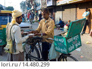 Купить «Old Delhi, Daryagang fruit and vegetable market with curry sold from a bicycle stall, India», фото № 14480299, снято 15 декабря 2018 г. (c) age Fotostock / Фотобанк Лори