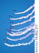 Купить «RAF Falcons freefall parachute team taking part in air display at RAF Brize Norton Air Base, UK», фото № 14482311, снято 24 июля 2019 г. (c) age Fotostock / Фотобанк Лори