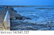 Поток талых вод на автотрассе Баян-Аул-Павлодар, Казахстан. Стоковое фото, фотограф Рута Применко / Фотобанк Лори