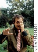 Купить «Bernardo Bertolucci talking touching his face. Italian director, scriptwriter and producer Bernardo Bertolucci talking touching his face. Parma, 1981», фото № 14584931, снято 21 октября 2018 г. (c) age Fotostock / Фотобанк Лори