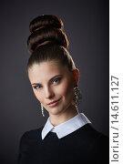 Ретро портрет девушки с высокой прической. Стоковое фото, фотограф Pavel Reband / Фотобанк Лори