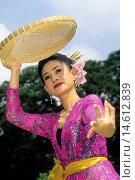 Купить «traditional folk dance performed at Vimanmek Mansion, Bangkok, Thailand, Southeast Asia.», фото № 14612839, снято 16 июня 2019 г. (c) age Fotostock / Фотобанк Лори