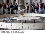 Купить «Visitors at Le Pantheon - Foucault's pendulum, Paris, France.», фото № 14652027, снято 24 января 2019 г. (c) age Fotostock / Фотобанк Лори